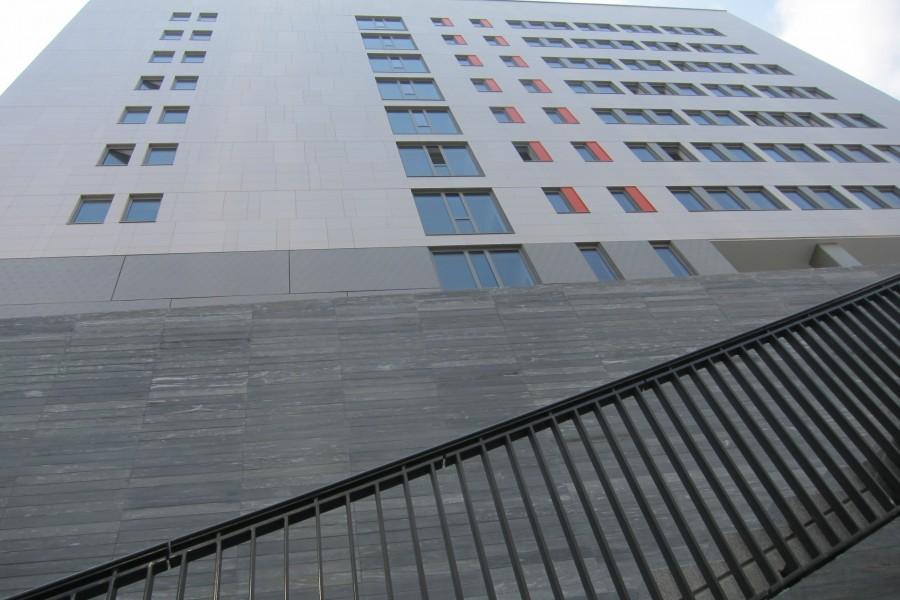 Escalier et façade, université Paris Diderot.