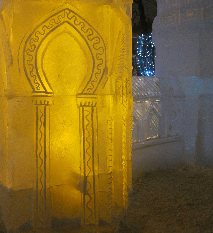 Sculptures de glace à Moscou: variations orientales dans le jardin de l'Ermitage
